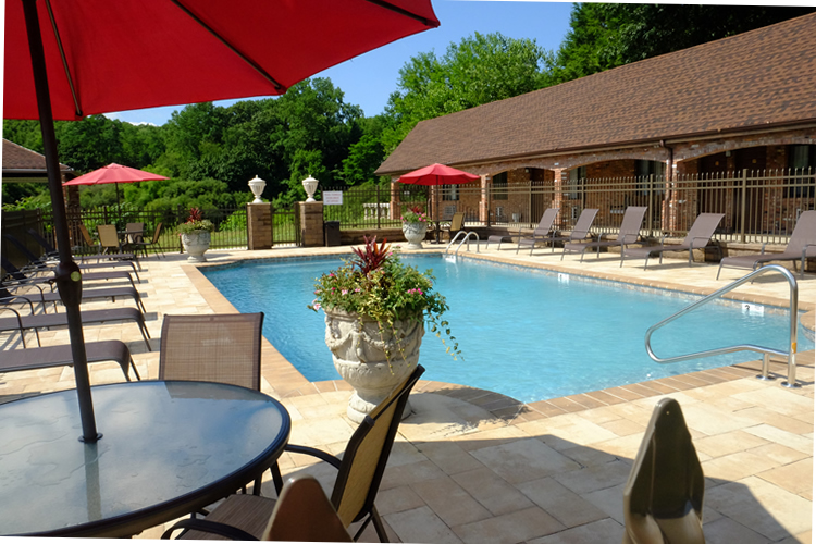 Chalet Inn & Suite Poolside